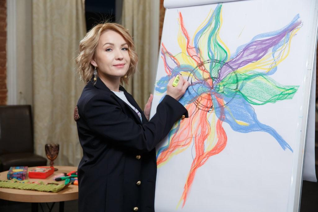 Люция Усманова рисует нейрографику